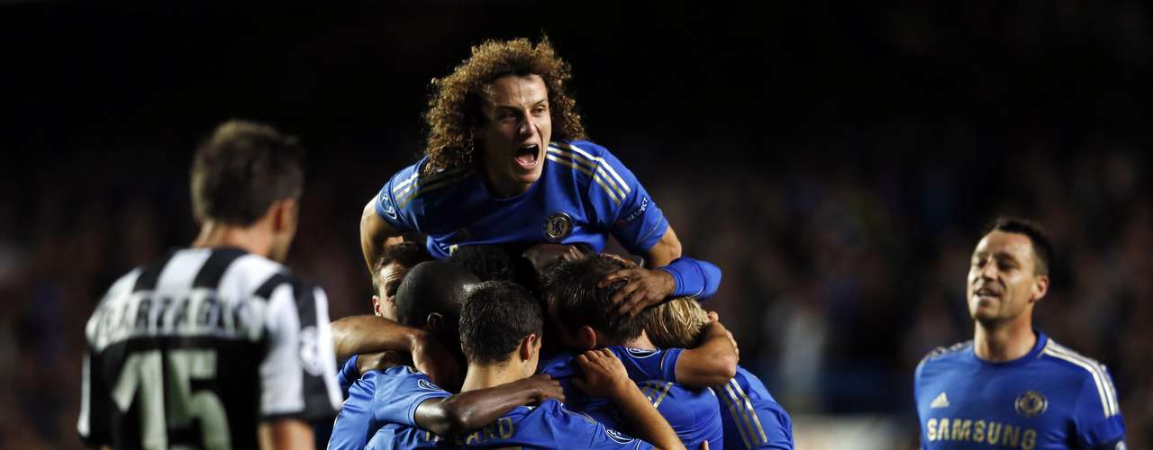 Chelsea's Oscar (unseen) celebrates with teammates after scoring a goal against Juventus during their Champions League soccer match at Stamford Bridge in London September 19, 2012.