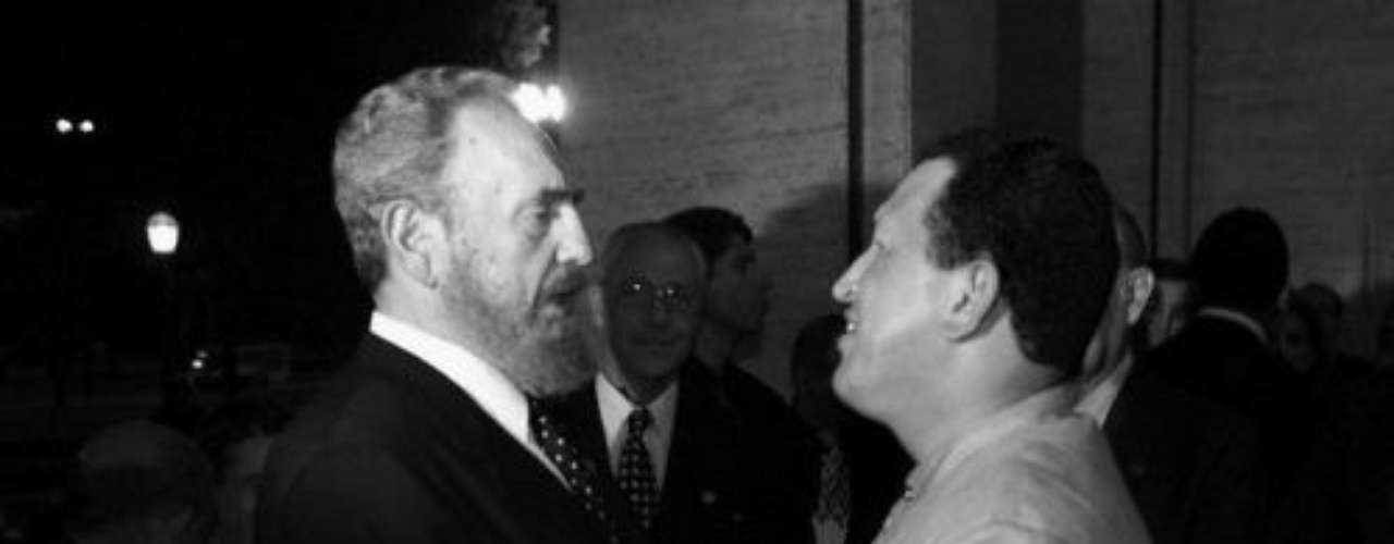 En junio de 1999 Hugo Chávez visita por primera vez a su homólogo cubano Fidel Castro.