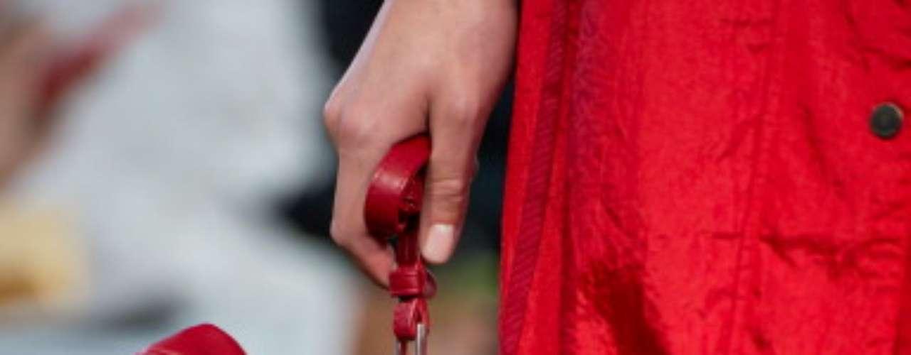 El conejito es ideal, Christopher Raeburn saca los peluches a la calle, pero los saca vestidos de piel.