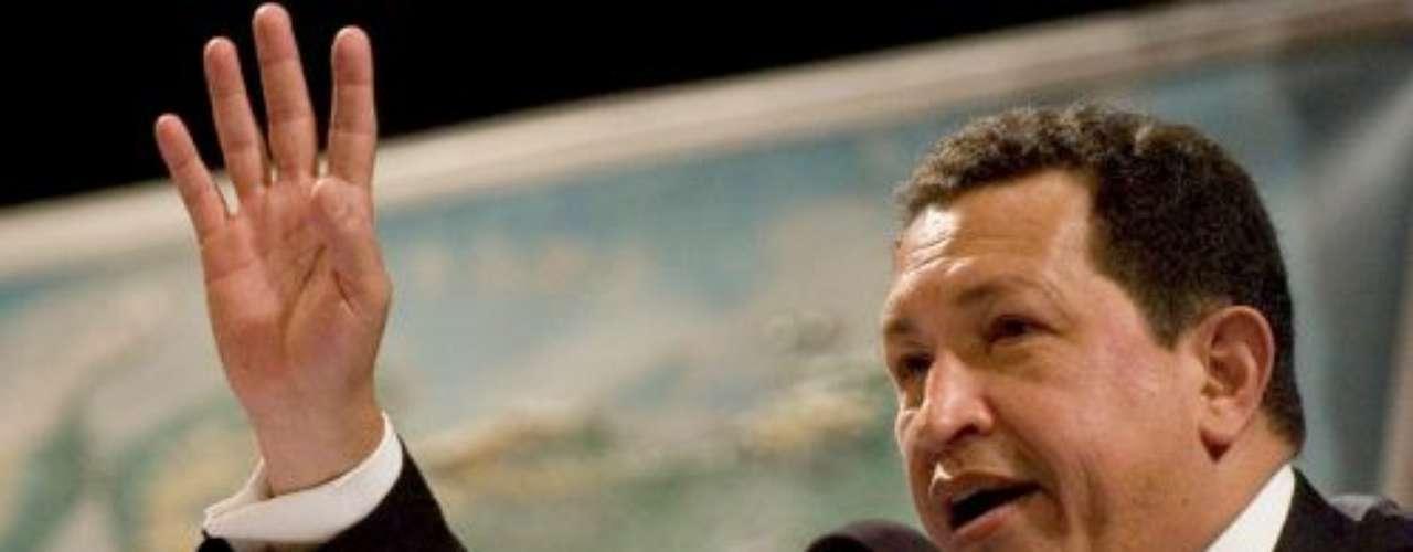 En marzo de 2005 Hugo Chávez realizó una gira en París, Francia.
