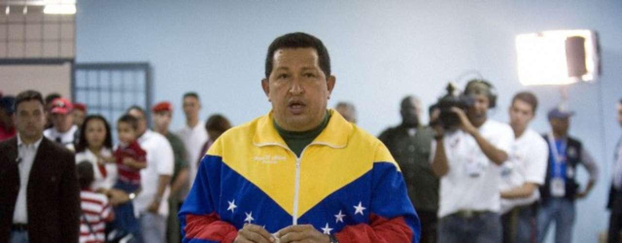 Septiembre de 2010 Hugo Chávez vota en las elecciones parlamentarias.