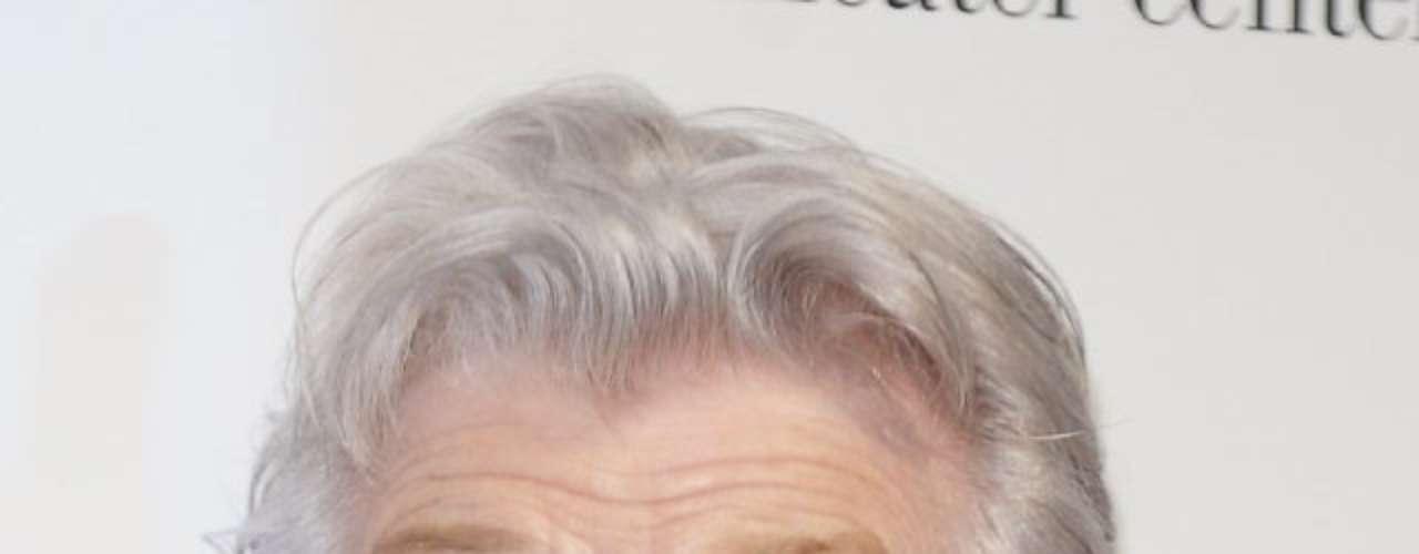 Angela Lansbury. Esta legendaria actriz, de 86 años de edad, ha sido nominada 18 veces al premio Emmy y, así parezca increíble, inexplicablemente nunca ganó.