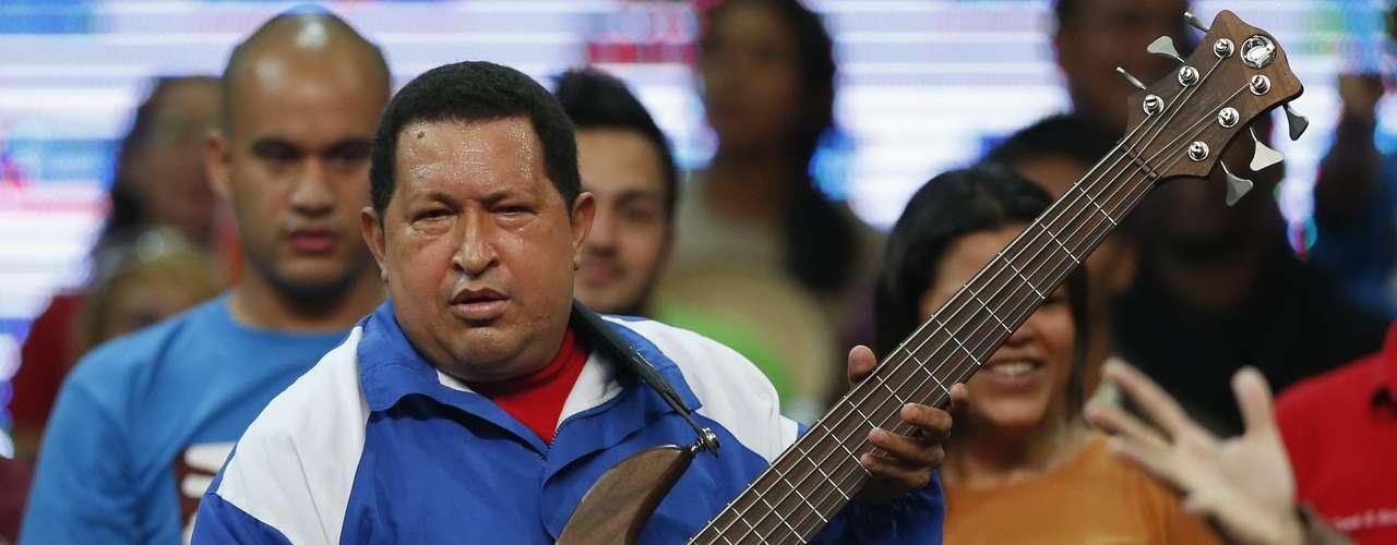 En las ultimas apariciones Chávez le pide a sus jóvenes seguidores que trabajen arduamente para ganar las elecciones.