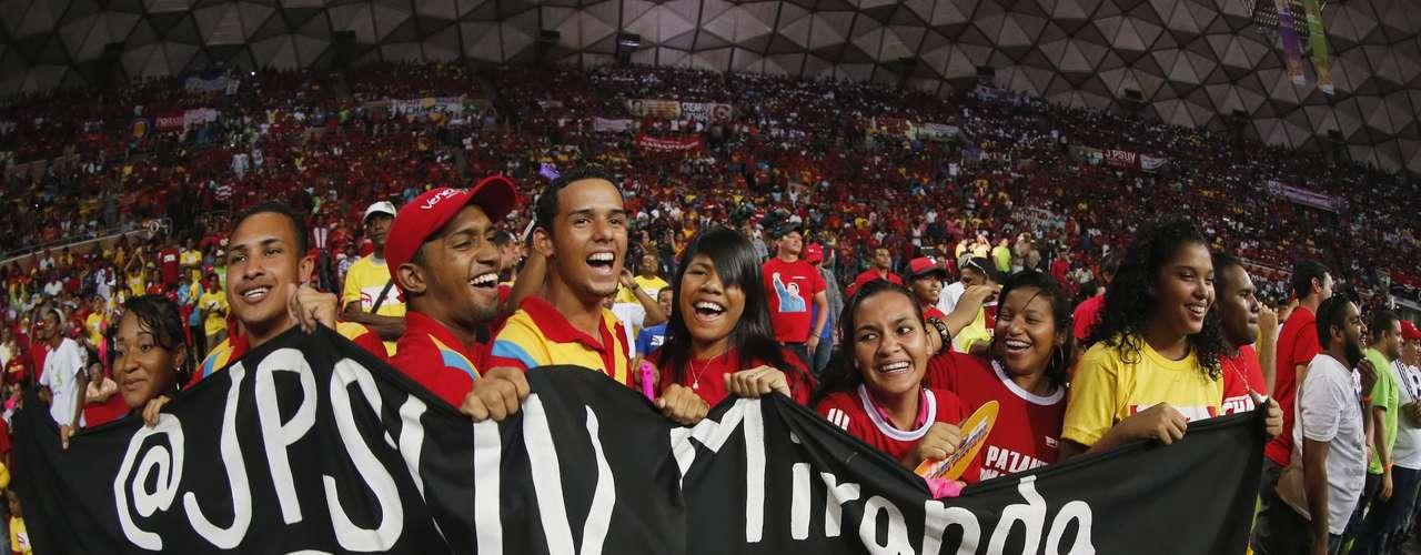 El mandatario insistió que en las manos de los jóvenes está la misión de construir la Venezuela socialista del siglo XXI.