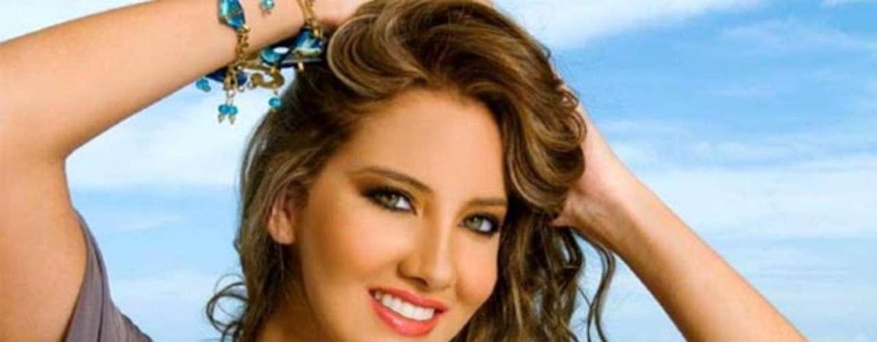 Miss Colombia - Daniela Álvarez Vásquez. Nació en Barranquilla el 24 de mayo de 1988. Estudió comunicación social y preiodismo y tiene una especialización en desarrollo organizacional y procesos humanos. Mide 1.75 metros de estatura. Su cabello es castaño claro y sus ojos verdes.