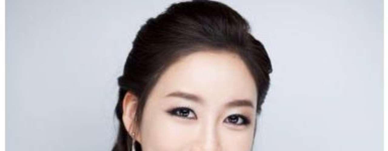 Miss Corea - Lee Seong-hye. Nació en Seúl el 11 de noviembre de 1988.  Es estudiante de la Escuela de Diseño Parsons de Nueva York. Mide 1.70 metros de estatura. Su cabello es negro y tiene ojos color marrón.