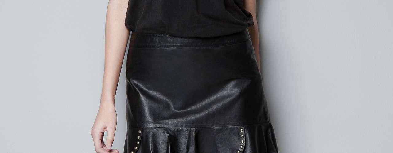 Las faldas de cuero son originales y dan un toque roquero muy actual. Son prendas que por esta temporada están siendo muy usadas por fashionistas y famosas.