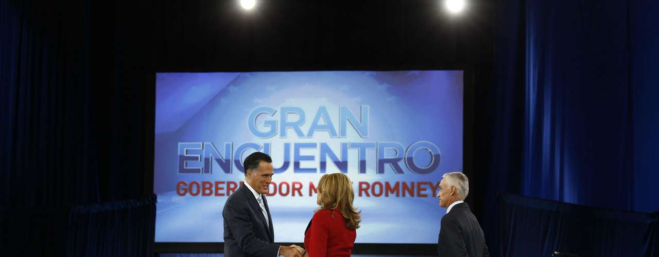 U.S. Republican presidential nominee and former Massachusetts Governor Mitt Romney (L) arrives at Univision and Facebook's \