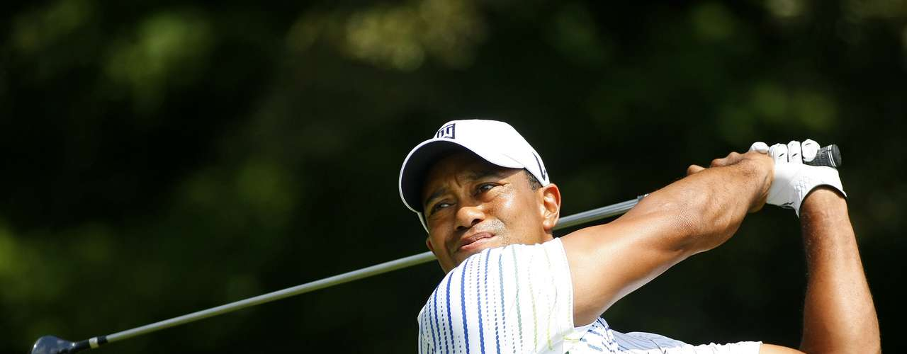 Tiger Woods of the United States hits off the third tee during the first round of the Tour Championship golf tournament at the East Lake Golf Club in Atlanta, Georgia, September 20, 2012. REUTERS/Tami Chappell (UNITED STATES - Tags: SPORT GOLF)