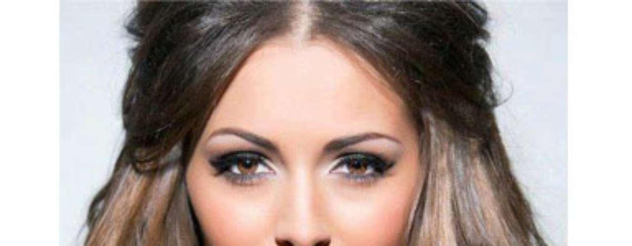 Miss Gran Bretaña - Holly Hale. Nació en Cardiff, Wales, en el año de 1990. Es una estudiante que anhela convertirse en sicóloga clínica. Mide 1.80 metros de estatura. Su cabello es castaño y sus ojos cafés.