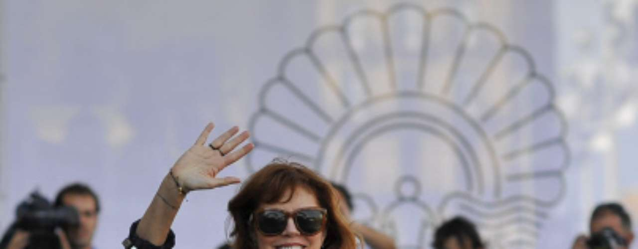 La actriz estadounidense Susan Sarandon ha llegado a última hora de la tarde a San Sebastián, ciudad en la que se inaugura mañana la 60 edición de su Festival de Cine. Antes, la protagonista de películas como 'Thelma y Louise' ha visitado por sorpresa el Museo Guggenheim de Bilbao.
