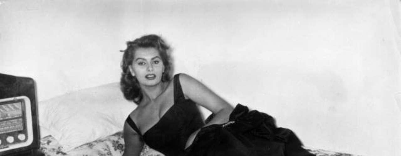 Sophia Loren es uno de los mitos del séptimo arte. En 1999, el American Film Institute la nombró una de las intérpretes más importantes de todos los tiempos y una de las últimas leyendas supervivientes del cine clásico de Hollywood.
