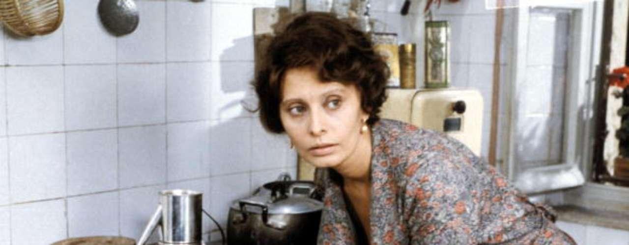 Loren, en la citada 'Una jornada particular', uno de sus trabajos más celebrados. En ella interpreta a una madre abnegada y resignada que conoce y se enamora de su vecino homosexual.