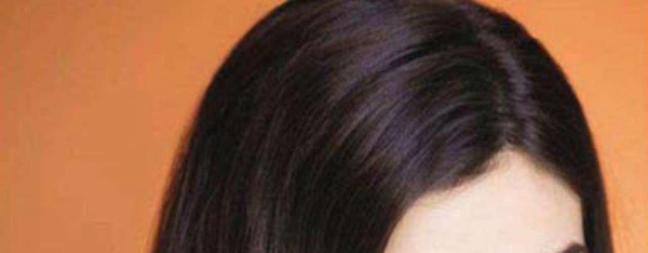 Miss México - Karina González. Nació en Aguascalientes el 28 de marzo de 1991. Esta modelo mide 1.76 metros de estatura. Su cabello es castaño y sus ojos son color café.