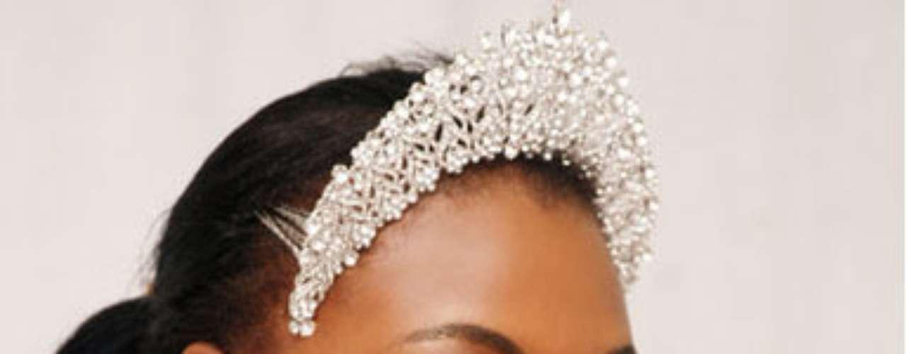 Miss Nigeria - Isabella Agbor Ayuk. Esta modelo ha participado en diversos certámenes de belleza mide 1.80 metros de estatura. Tiene cabello negro y ojos negros.