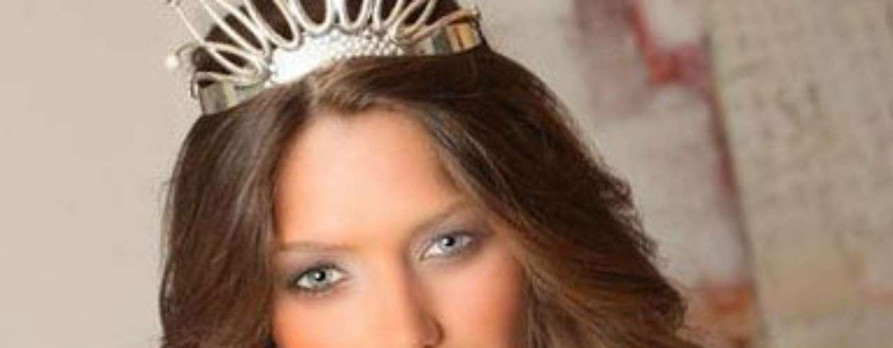 Miss Serbia - Branislava Mandic. Nació Curug en agosto de 1991. Mide 1.79 metros de estatura. Su cabello es castaño claro y sus ojos azules.