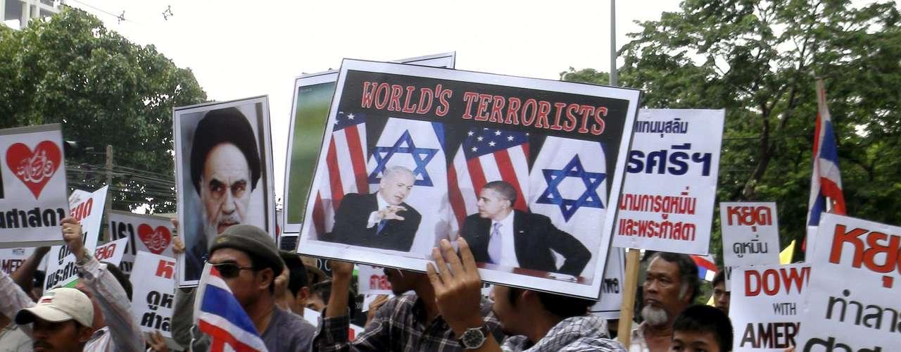 Mientras tanto en Tailandia, una decena de miembros de la Asociación de Estudiantes Musulmanes Tailandeses entregó una misiva a la delegación de EE.UU. en la que pedían que la Casa Blanca se disculpara oficialmente por el video sobre Mahoma.