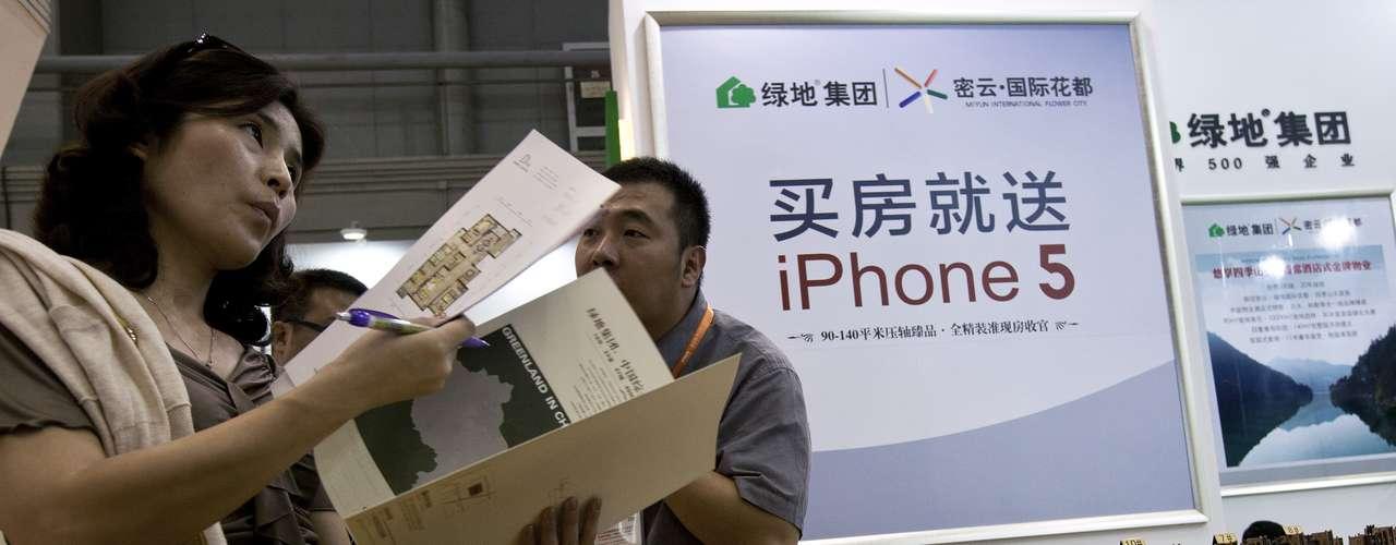 Sólo el 14 de septiembre, el primer día en el que se podían reservar la compra del iPhone 5, se realizaron más de dos millones de pedidos, lo que augura un éxito de ventas.