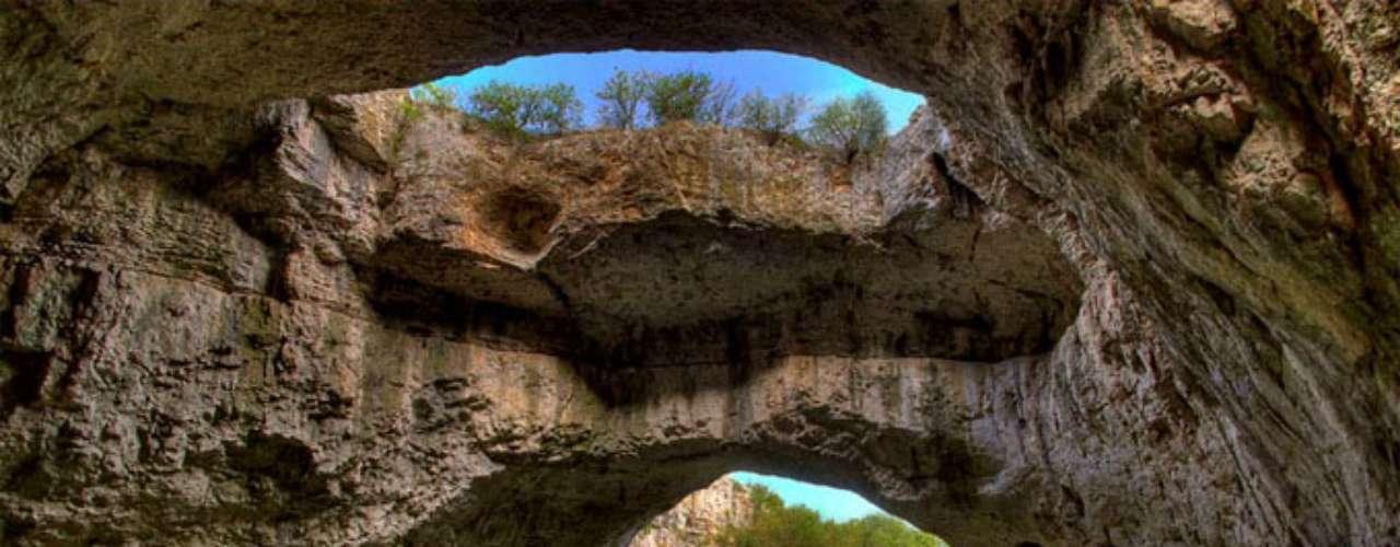 Abandonada durante años, se han realizado estudios sobre la cueva, los cuales han mostrado que fue habitada durante prácticamente todas las etapas de desarrollo de la humanidad. ¿Te imaginas todo lo que habrá ocurrido en este lugar?