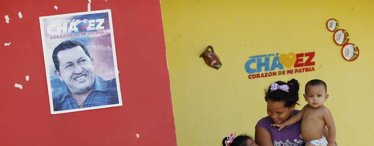 Según el periódico el Clarin los vecinos de la infancia de Chávez lo recuerdan como un chico \