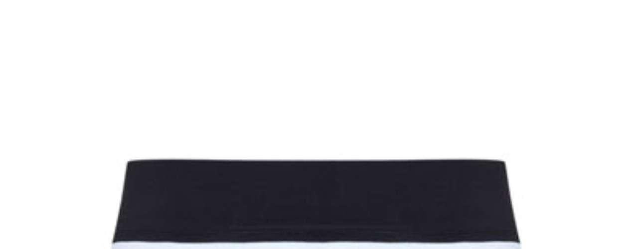 Las faldas de rayas son ideales para ir a la oficina y tener un look muy actual y juvenil. Ademas de ser prendas súper sexis las puedes combinar con prendas de un solo color y estar perfecta.
