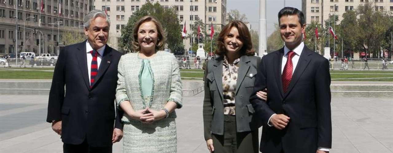 Más tarde, Peña Nieto abogó por profundizar la relación comercial con Chile y elogió las políticas sociales del Gobierno del presidente Sebastián Piñera para reducir la pobreza.
