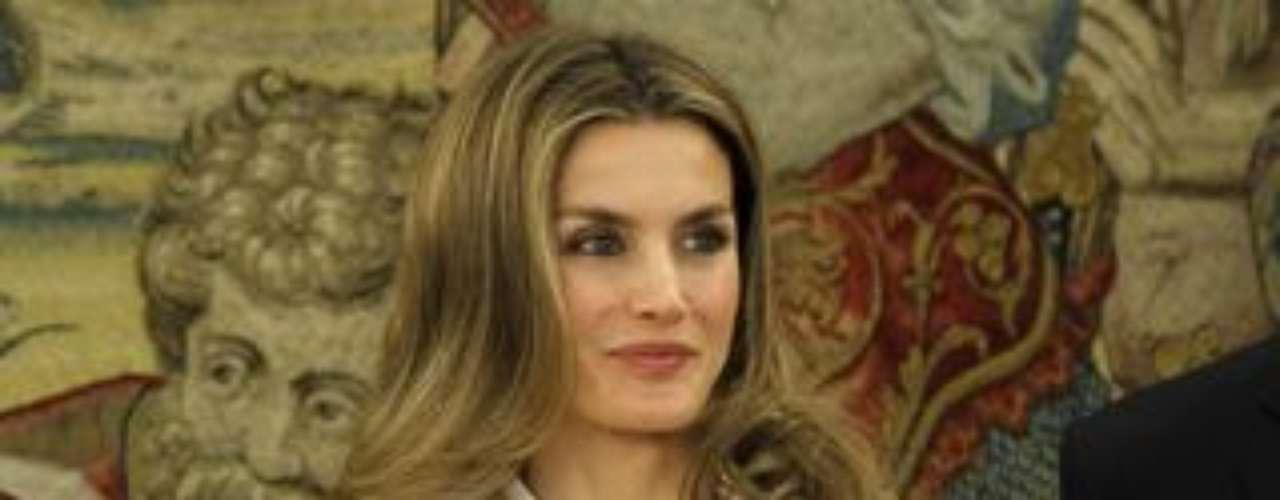 La princesa Letizia es muy dada a repetir ropa. Es una de los miembros de las Casas Reales europeas que más repite. Al parecer es una Princesa ahorrativa.