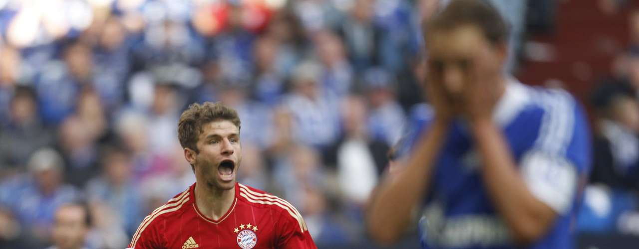 Bayern Munich's Thomas Mueller celebrates a goal against Schalke 04.