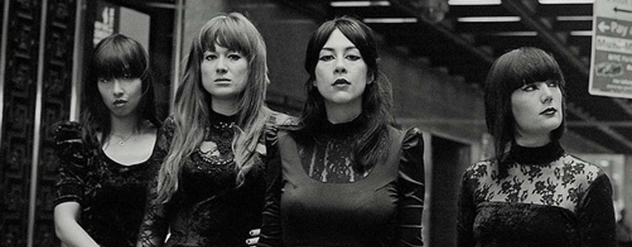 Si se habla de bellezas, el cuarteto fememenino Dum Dum Girls tiene un lugar especial. Sus distorsiones remiten a sonidos de The Ramones y The Ronettes.