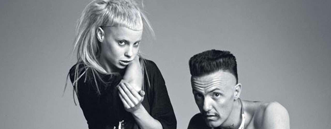 Durante su participación en el festival Lollapalooza, Die Antwoord conquistó al público de Chicago. Yolandi Visser es la parte femenina del grupo originario de Ciudad del Cabo, Sudáfrica. Tanto Yolandi como Ninja, su compañero, optan por una actitud agresiva cada que suben a un escenario.