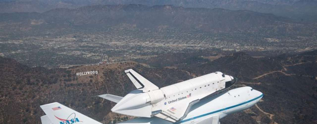 El Endeavour atracó una vez en una estación espacial rusa Mir y 12 veces en la EEI.