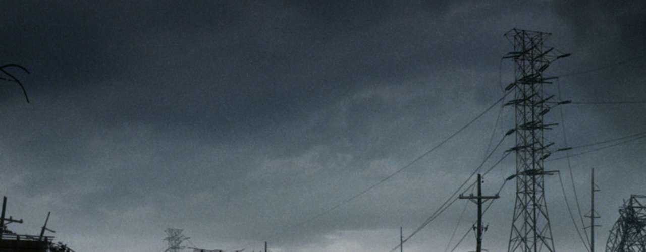 El mundo es gris, frío, estéril y cada vez más inhóspito en 'El Último Camino'. Los pocos sobrevivientes a una misteriosa catástrofe apocalíptica deben hacer frente a la falta de comida, de un refugio seguro y a la amenaza de aquellos que han perdido el juicio y se han convertido en caníbales.