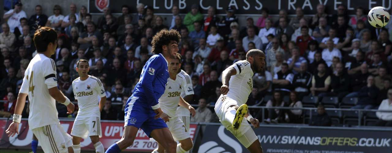 Everton's Marouane Fellaini scores a goal agains tSwansea city.