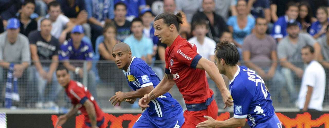 Ibrahimovic, who scored twice, challenges Wahbi Khazri (3rd R) and Jerome Rothen (R) of Bastia.    REUTERS/Pierre Murati