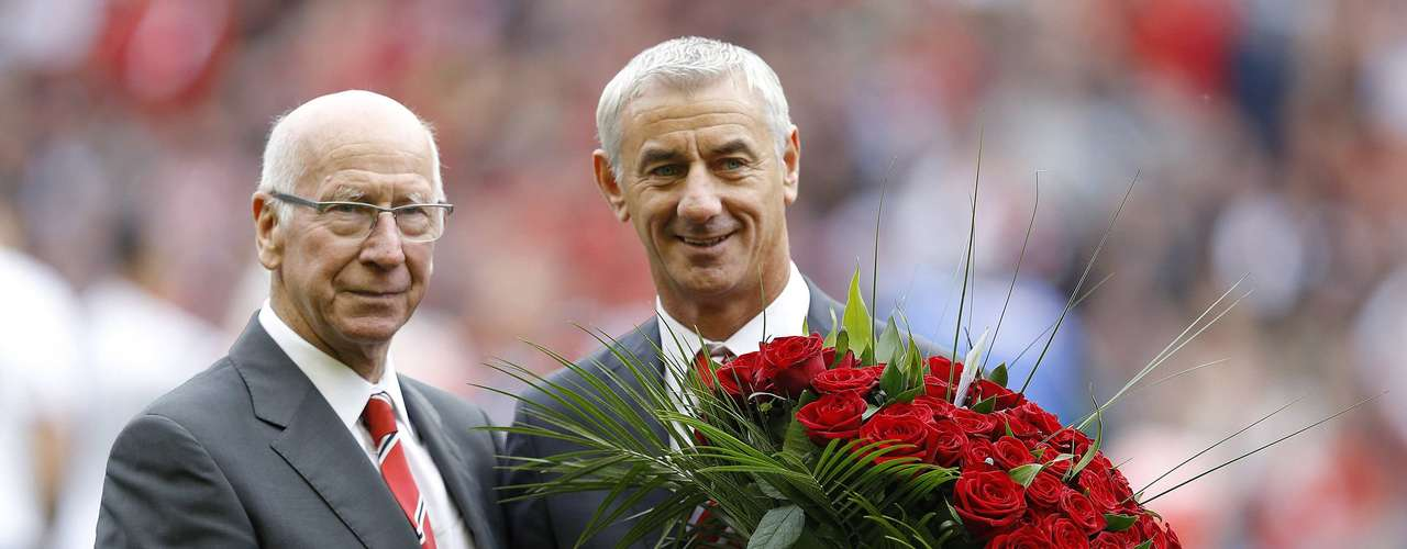 Bobby Charlton (L) and Ian Rush pose for photographers with 96 red roses in memory of the Hillsborough disaster.