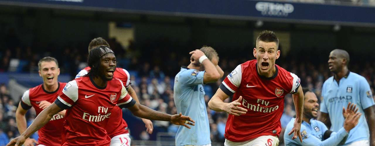 Laurent Koscielny (front R) celebrates after scoring.