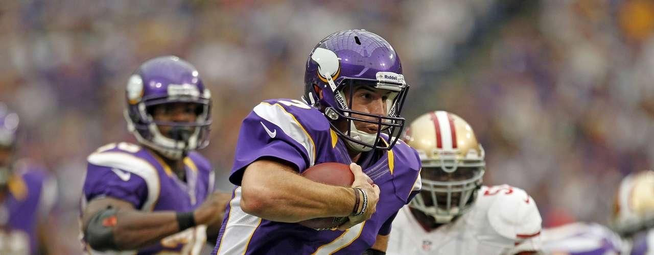 Minnesota Vikings quarterback Christian Ponder (7) sprints 23 yards past Vikings Adrian Peterson (L) and San Francisco 49ers NaVorro Bowman (53) for a touchdown during the first half of their NFL football game in Minneapolis, September 23, 2012.