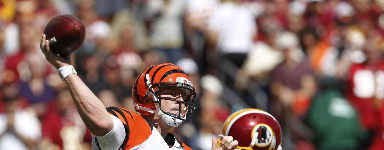 Cincinnati Bengals quarterback Andy Dalton passes during the first half of their NFL football game against the Washington Redskins in Landover, Maryland September 23, 2012.