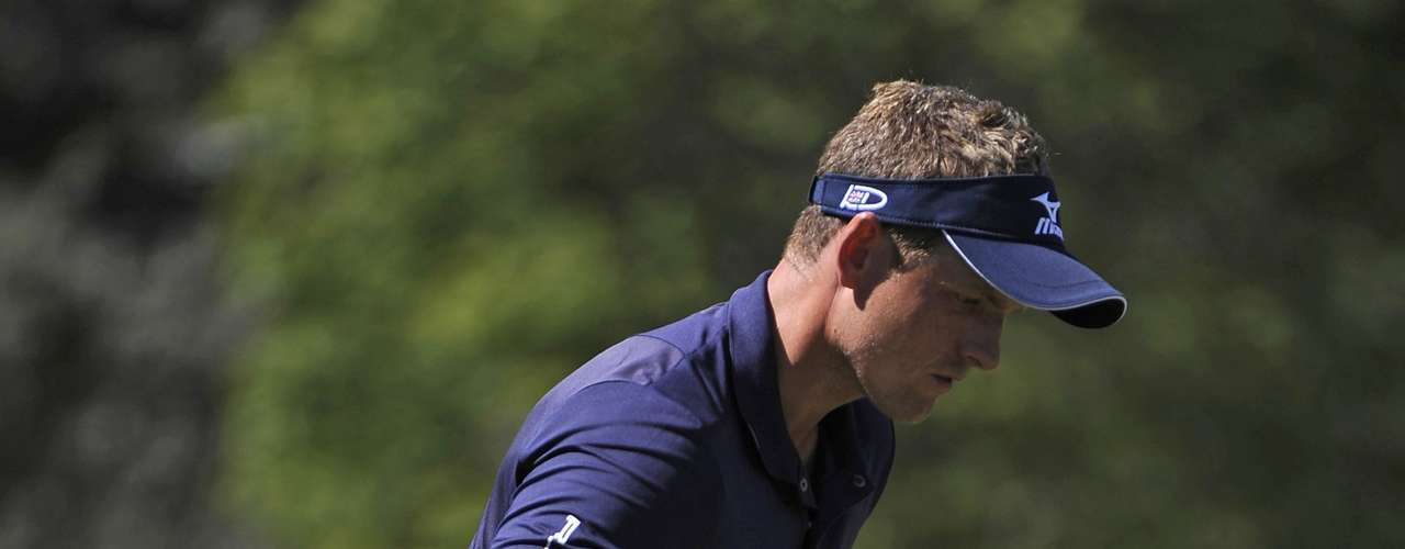 Luke Donald of Britain reacts to a par on hole five during the final round of the Tour Championship golf tournament at the East Lake Golf Club in Atlanta, Georgia, September 23, 2012. REUTERS/David Tulis (UNITED STATES - Tags: SPORT GOLF)
