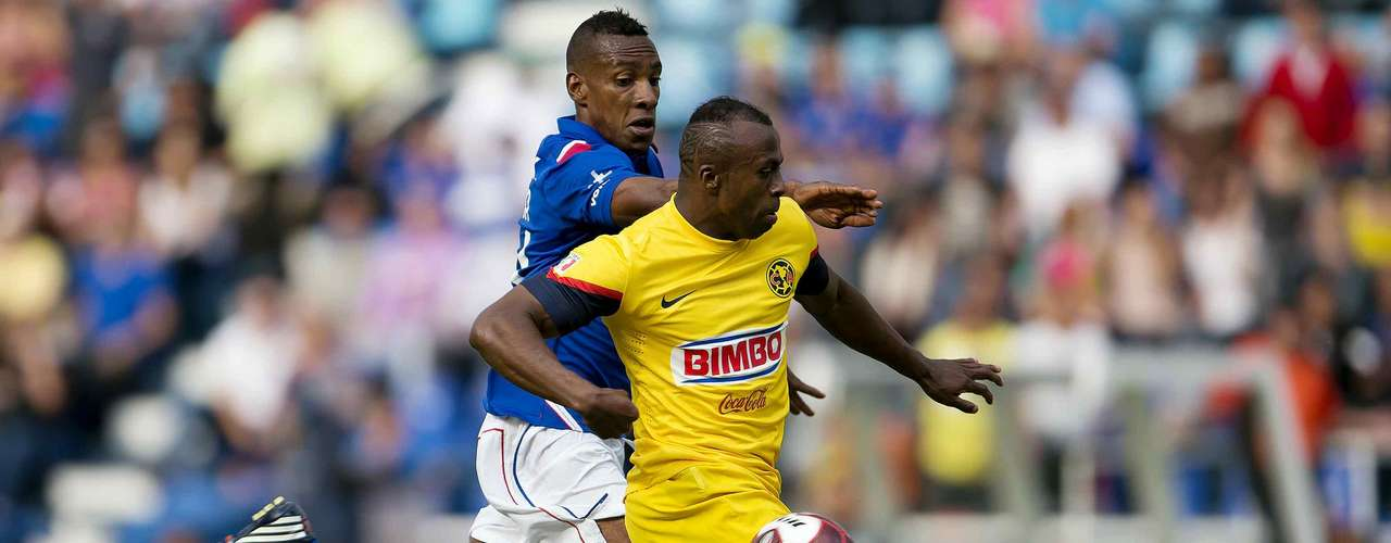 A short while later, 'Chucho' would have his revenge as he held off a defender and beat 'Chuy' to open the scoring.