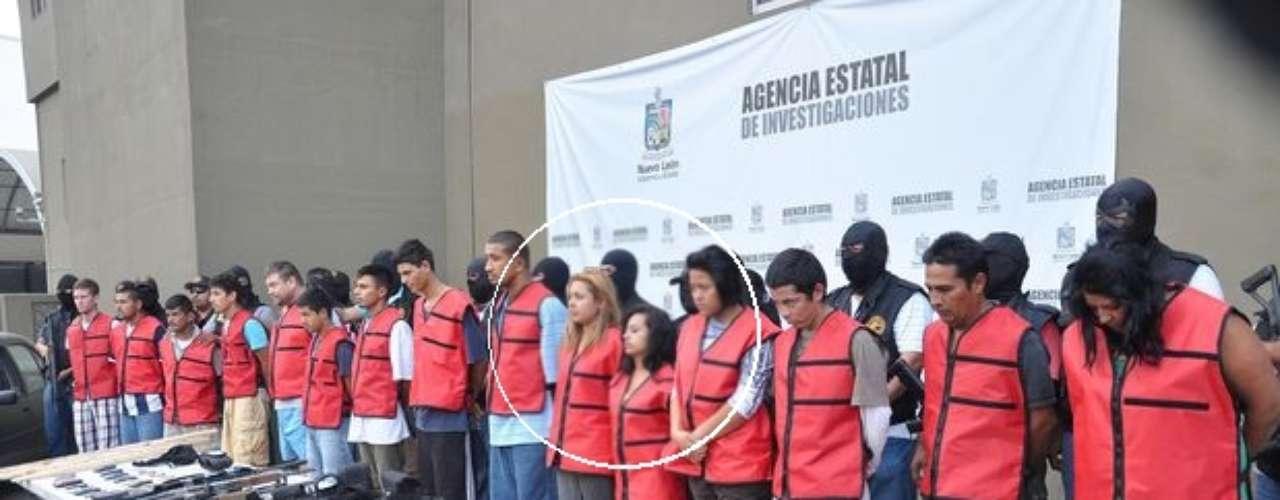 A su vez, la trata de personas se extiende al crimen organizado, donde por su voluntad o en su contra, mujeres comienzan a formar parte de bandas delictivas capturadas por las autoridades mexicanas. En la imagen, una red de \