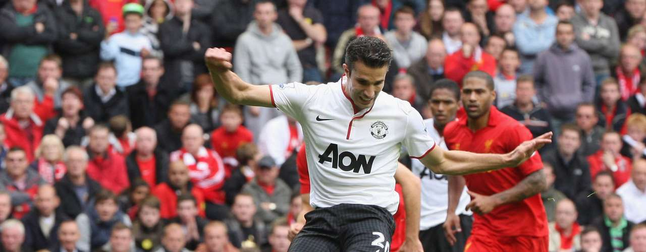 Robin van Persie scores on a penalty kick to give Man United the win.