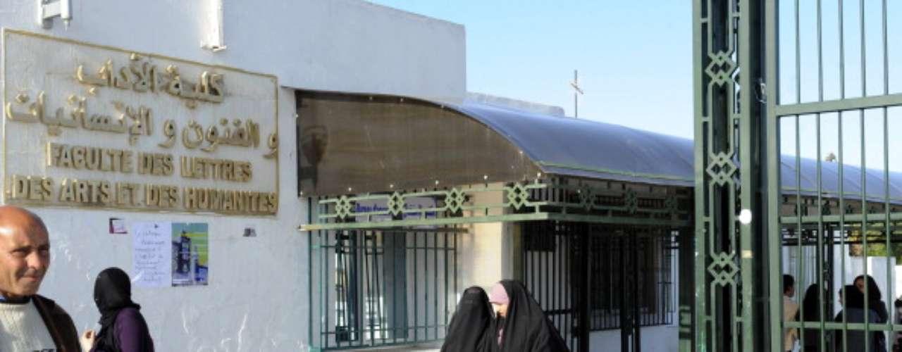 En agosto de 2012, el ayatolá Jamenei dio un discurso ampliamente discutido en el que llamó a los iraníes a volver a los valores tradicionales y los instó a tener más hijos. Fue una afrenta para muchos en un país que fue pionero en la planificación familiar y se ha ganado elogios de todo el mundo por su énfasis en la importancia de proporcionar a las familias el acceso a la anticoncepción.
