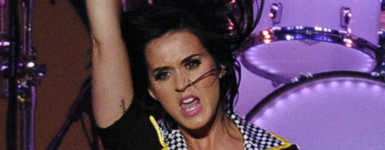 Durante el performance, Perry se metió en el papel de una sensual \