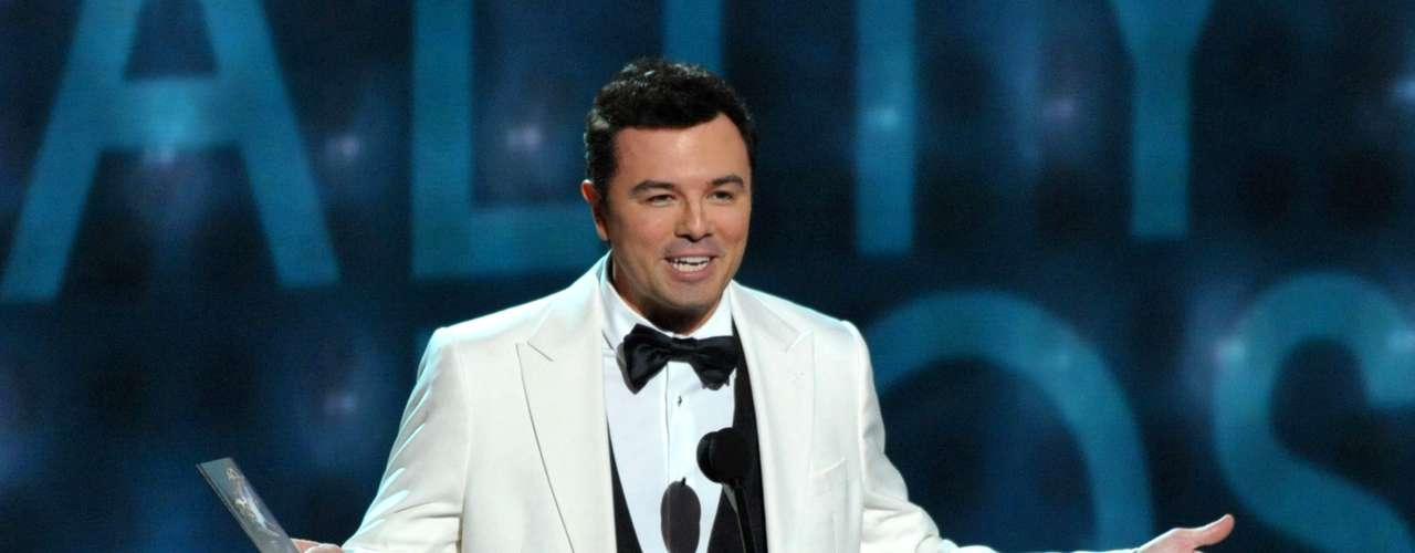 Seth MacFarlane, el creador del filme Ted y las series American Dad y Family Guy, no encontró el micrófono a la hora de presentar el mejor conductor de un reality show. El comediante se mofó de la categoría a sus anchas.