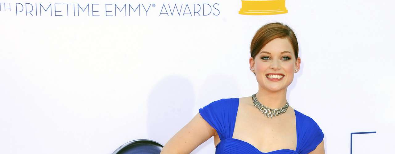 Suburgatory's Jane Levy doesn't look like she is sweating bullets, thanks to her light fabric.