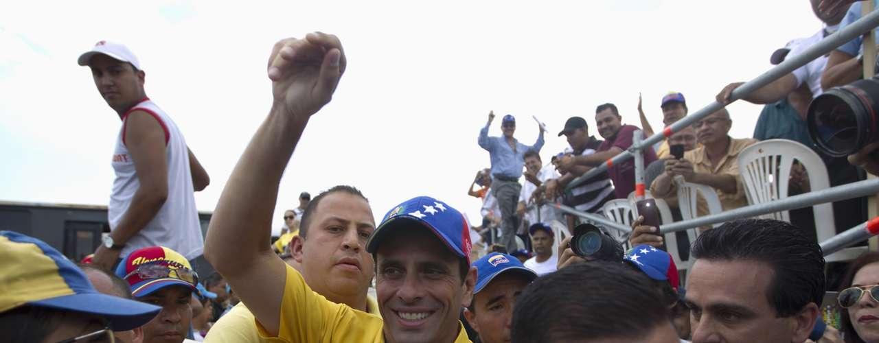 Por su parte, el jefe de campaña de la alianza opositora, Armando Briquet, dijo en rueda de prensa que la campaña electoral del Gobierno recurre a una \