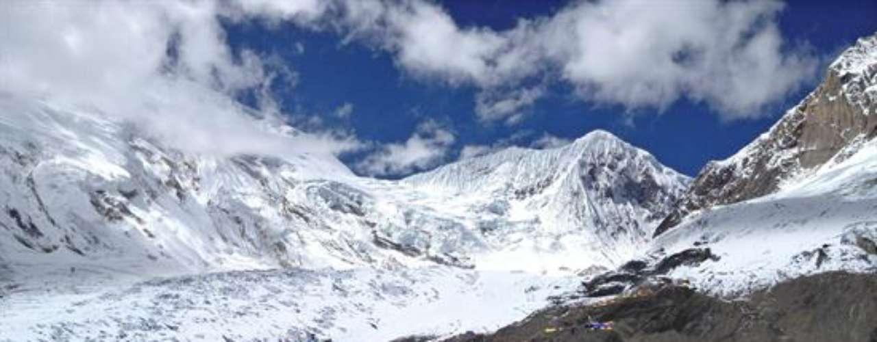 El del domingo es el peor accidente de alpinismo que ocurrió en las últimos veinte años. El último se registró en 1995, cuando al menos 42 personas, entre ellas 17 extranjeros, murieron en el monte Everest.