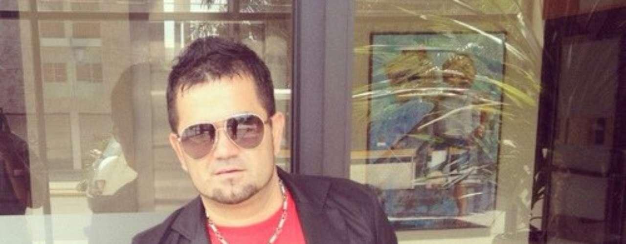 Roberto Jr. está más que feliz, ya que tuvo la oportunidad de grabar a dúo con Alejandro Sanz una versión al estilo regional mexicano del exitoso hit \