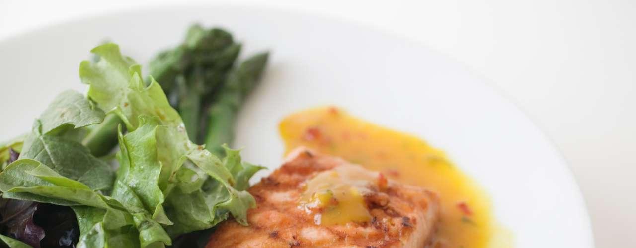 Pescado: una porción promedio de pescado tiene 449 miligramos de potasio, bastante más que una banana mediano. Salmón y el mariscos son también buenas opciones.